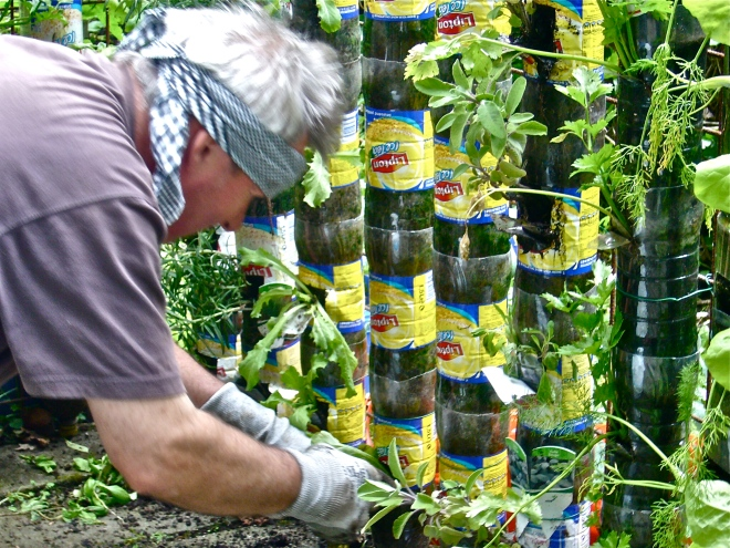 My friend Gilbert VAN DAMME preparing the last year's bottle towers for planting new seedlings (Photo WVC)